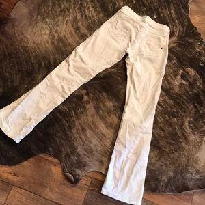 Q-Baby Women's White Wranglers size 1/2 x 32